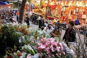 Chợ hoa Hàng Lược bắt đầu khoe sắc đòn người dân sắm Tết