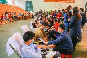Gần 1.000 người tham gia Ngày hội hiến máu tình nguyện huyện Nga Sơn 2021