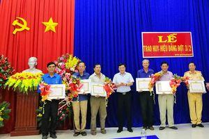 Huyện ủy Tịnh Biên trao huy hiệu Đảng đợt 3-2