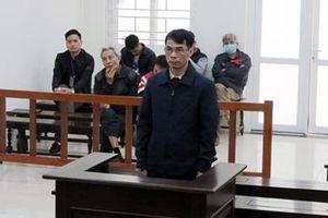 Đối tượng lừa xin việc vào Công an để chiếm đoạt tiền lĩnh 10 năm tù