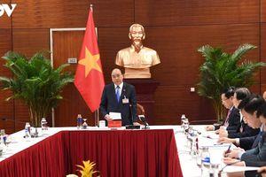 Thủ tướng họp khẩn về COVID-19 tại phòng họp ở Đại hội Đảng lần thứ XIII