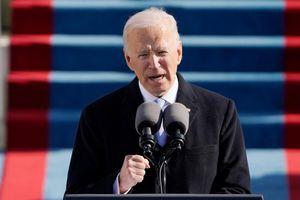 Tổng thống Biden gấp rút sa thải quan chức thân ông Trump