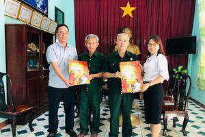 Trao tặng báo Xuân Nhân Dân Tân Sửu tại Đồng Nai