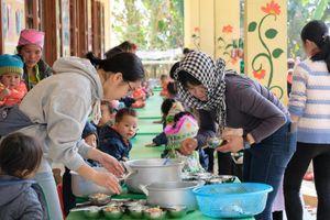Những bữa ăn bán trú góp sức 'nuôi lớn' tầm vóc Việt ở vùng cao