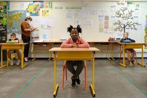 Các nước làm gì để học sinh đến trường an toàn trong mùa dịch?