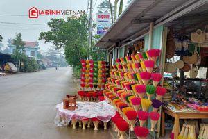 Làng hương trăm tuổi xứ Huế rộn sắc màu khi vào vụ cuối năm