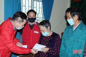 Hội Chữ thập đỏ Hà Tĩnh tặng quà tết cho người nghèo Nghi Xuân