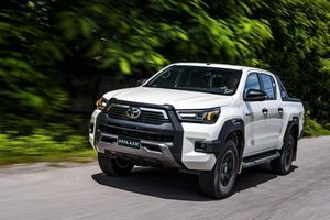 Xe bán tải bán chạy nhất năm 2020: Toyota Hilux hút khách hơn Ford Ranger
