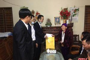 Huyện Thiệu Hóa thăm, tặng quà cán bộ lão thành cách mạng và cán bộ tiền khởi nghĩa