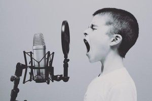 Giọng hát trầm nhất thế giới chạm tới nốt nhạc tai người khó phát hiện