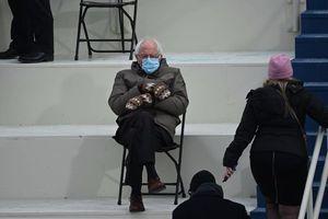 Thượng nghị sĩ Mỹ Bernie Sanders bán áo in hình meme làm từ thiện