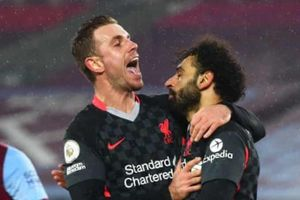 Liverpool áp sát MU sau trận thắng West Ham