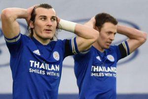 Cựu hậu vệ MU mắc sai lầm khiến Leicester bại trận