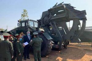 Dàn xe công binh Quân đội Lào vừa nhận vào biên chế