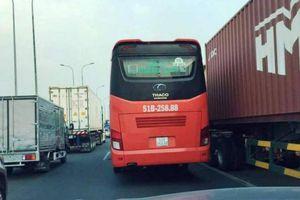 Xe tải nổ lốp lật ngang, cao tốc Long Thành ùn tắc nghiêm trọng nhiều giờ