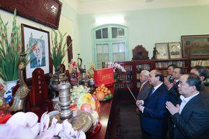Thủ tướng dâng hương tưởng niệm lãnh đạo tiền bối của Đảng, Nhà nước