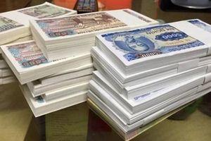 Nhộn nhịp chợ đổi tiền mệnh giá nhỏ: Cẩn thận kẻo 'tiền mất tật mang'