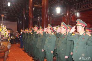 Bộ Tư lệnh Quân khu 4 tưởng niệm Chủ tịch Hồ Chí Minh nhân ngày thành lập Đảng