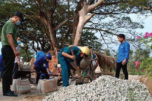 Phú Tân: Ấm tình Tết quân - dân