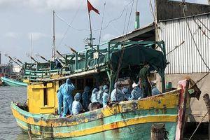 Cà Mau bắt một tàu chở người vượt biên, buộc cách ly 34 người