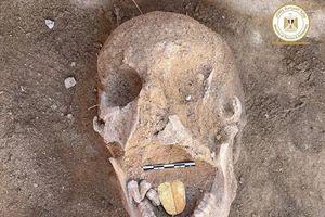 Mở quan tài gần 2.000 năm tuổi, bên trong có xác ướp với lưỡi vàng