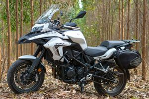 Môtô phượt giá dưới 200 triệu, chọn Honda CB500X hay Benelli TRK502?