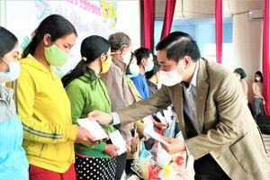Trao quà Tết tặng đối tượng chính sách, người nghèo dân tộc thiểu số ở Đắk Lắk