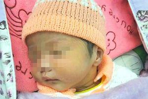 Vụ bé sơ sinh 2,2 kg bị bỏ rơi trong thùng carton: Lá thư nghi của người mẹ viết gì?