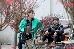Tiểu thương chợ tết trên phố Phùng Hưng điêu đứng vì dịch COVID-19