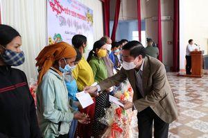 Đi chúc Tết người dân, Bí thư tỉnh Đắk Lắk truyền thông điệp phòng dịch COVID