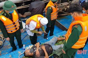 Ứng cứu 8 ngư dân trên tàu bị cháy khi đang đánh bắt ở vùng biển Hà Tĩnh