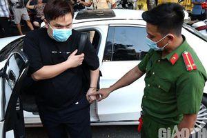'Nói nhảm' trong ô tô, thanh niên bị 'cú đấm thép' 363 phát hiện ma túy