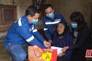 Công ty TNHH Lọc hóa dầu Nghi Sơn trao quà Tết cho các hộ nghèo trên địa bàn thị xã Nghi Sơn