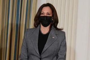 Phó tổng thống Mỹ bị chỉ trích vì mặc đồ hiệu Dolce & Gabbana