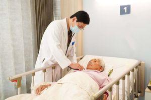 Phẫu thuật thành công cho cụ bà 85 tuổi nhiễm trùng nang gan, sỏi túi mật