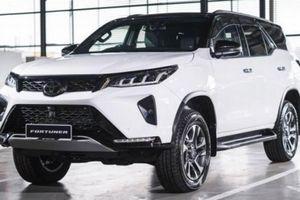 Toyota Fortuner facelift 2021 ra mắt tại Malaysia, giá từ 902 triệu đồng