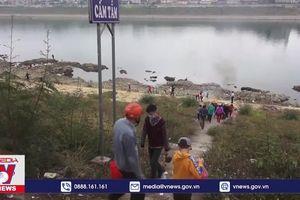 Thả cá tiễn Táo quân gây ô nhiễm sông Đà