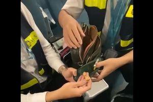 Hành khách bỏ quên gần 260 triệu đồng trên máy bay