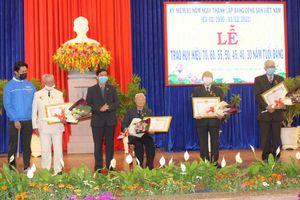 Lâm Đồng: Trao huy hiệu Đảng dịp 3/2 cho các Đảng viên