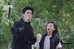 Phim Trung Quốc gây cười vì cảnh thổi trà sữa ra bong bóng