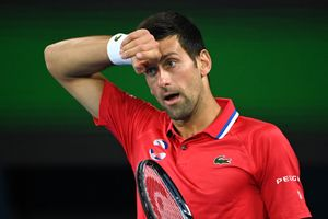 Djokovic gặp khó tại Australian Open