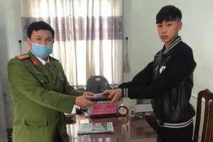 Học sinh Quảng Trị trả lại gần 8 triệu đồng nhặt được