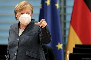 Bà Merkel đang mong chờ mở lại tiệm làm tóc