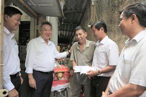 EVNHCMC chăm lo người lao động khó khăn