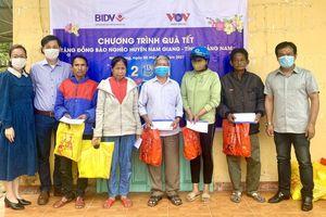 VOV miền Trung trao 250 suất quà Tết tặng đồng bào Cơ Tu, tỉnh Quảng Nam