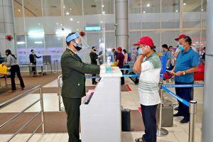 Cán bộ nhân viên các cảng hàng không được xét nghiệm COVID-19