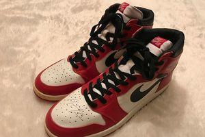 Giày có chữ ký của Michael Jordan được bán giá 1 triệu USD