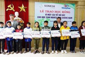 Trao học bổng 1 tỉ đồng cho học sinh nghèo tỉnh Quảng Nam