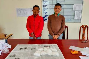 Bắt 2 đối tượng vận chuyển 1 kg ma túy đá