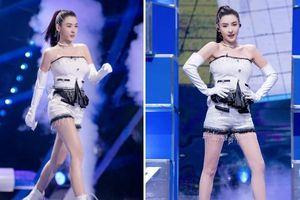 Nữ thần 'vạn người mê' Trương Bá Chi biểu diễn dở tệ trên sân khấu